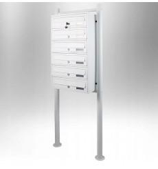 Boîtes aux lettres collectives pour 6 sur pieds en blanc